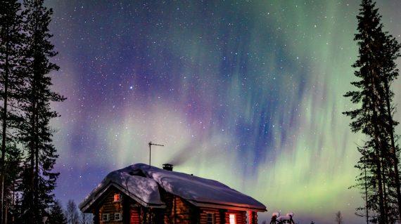 polar-arctic-northern-lights-aurora-borealis-activ-E4QMANP (1)