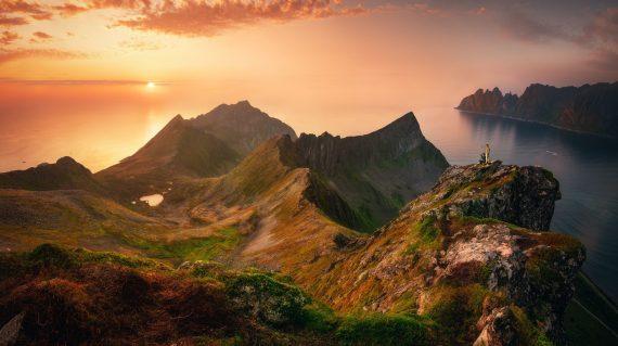 sunset-in-senja-island-northen-norway-JQL9EGT (1)