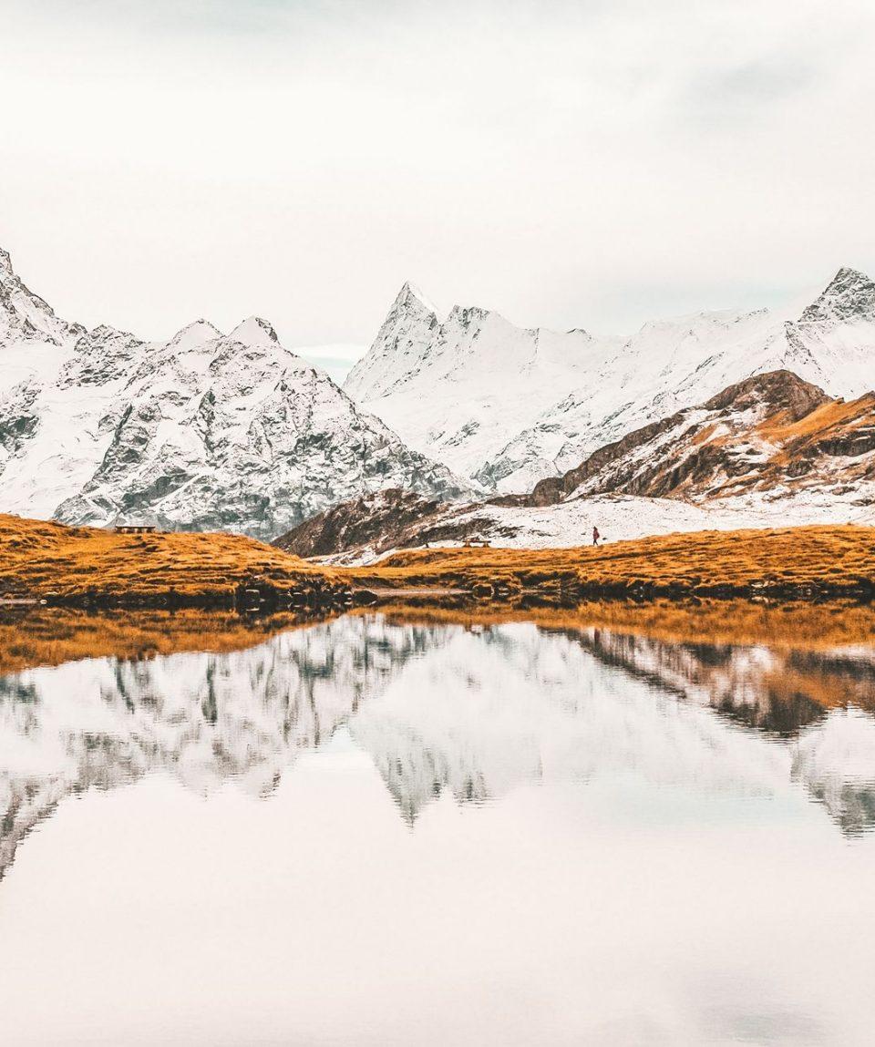 reflection-mountains-in-grindelwald-switzerland-DZZL2EM (1)